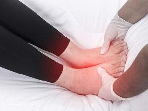 Подуване на ръцете и краката през лятото, лечение с билки